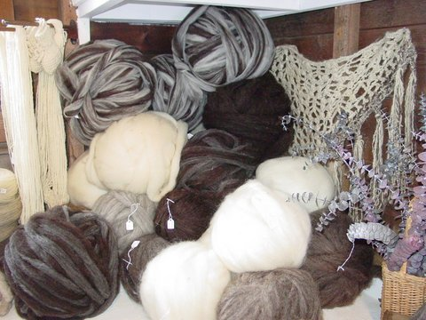 RiversleaFarmShop_naturalroving